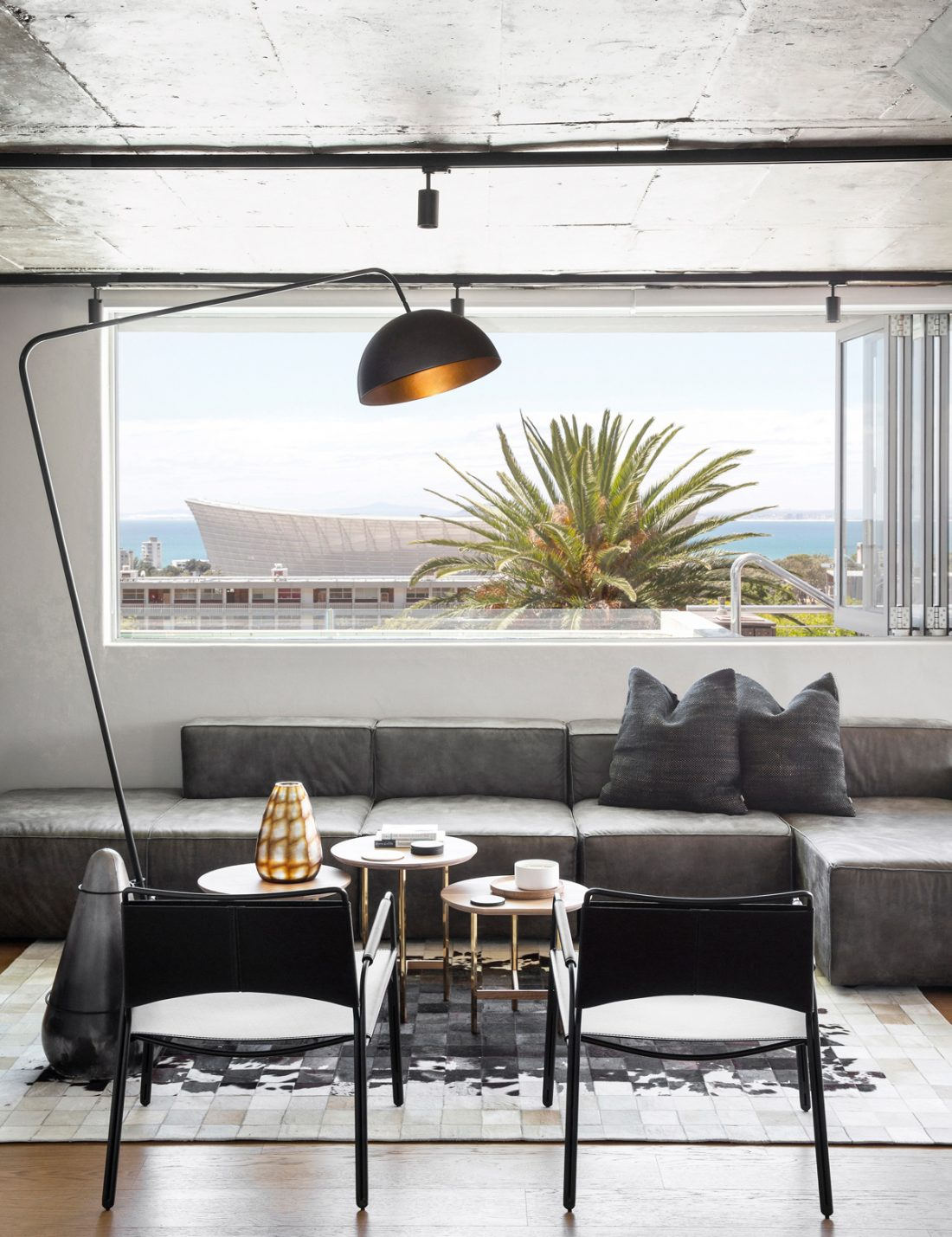 Hendre Bloem: Cape Town penthouse with killer views gets a moody makeover.
